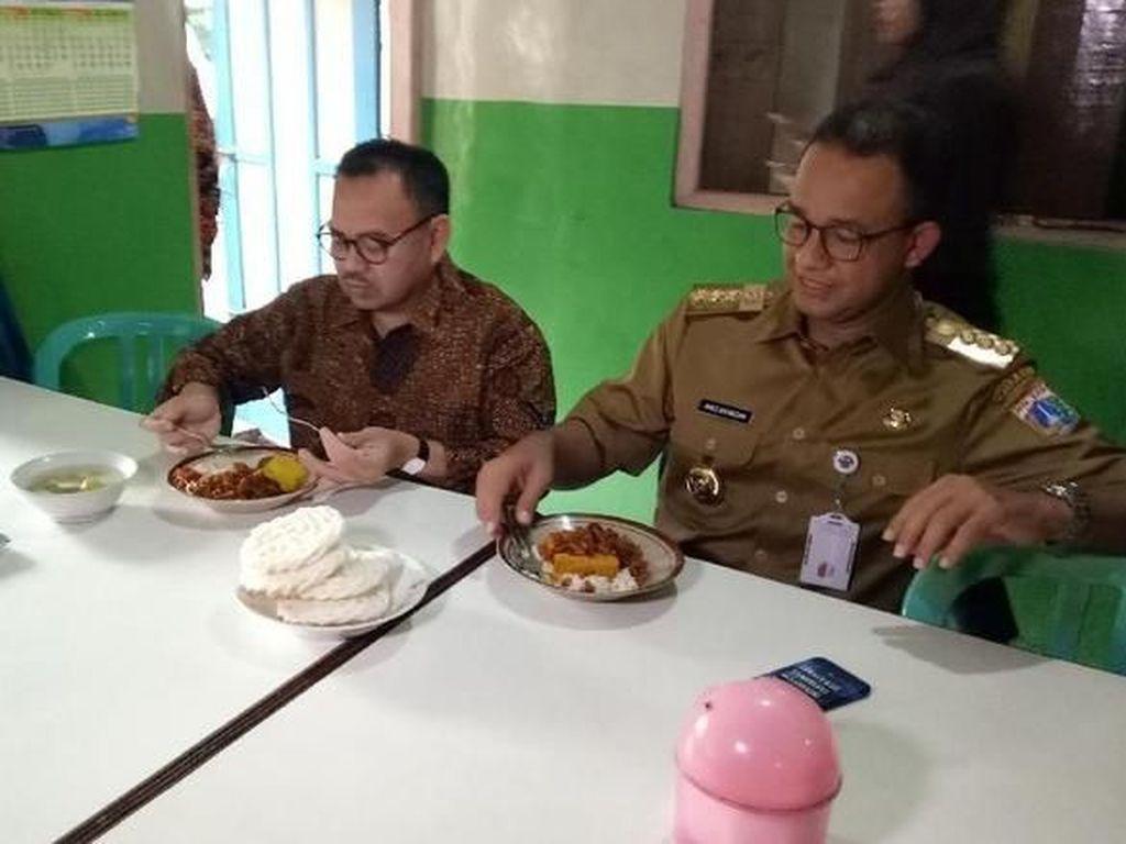 Makan di Warteg Bersama Anies, Ini Gaya Sudirman Said Saat Makan