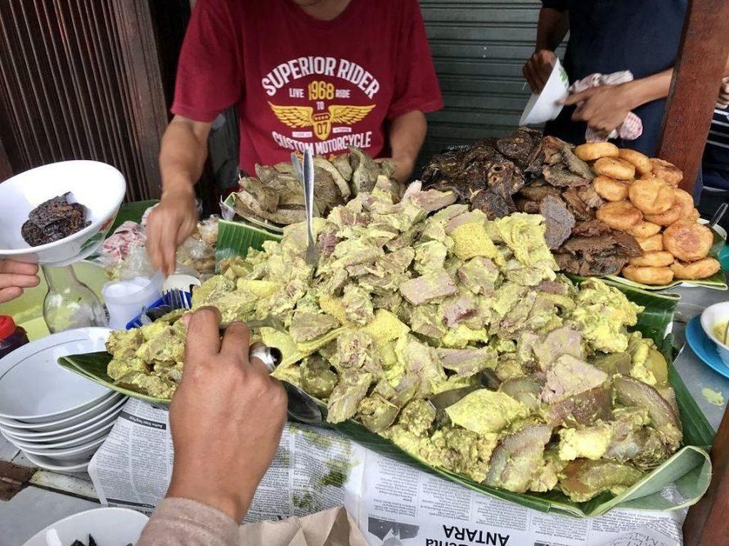 Manjakan Lidah dengan 5 Makanan Enak di Jalan Suryakencana, Bogor