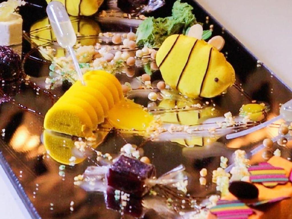 Dingin Manis Dessert Ini Dibuat Jadi Grafiti yang Artistik