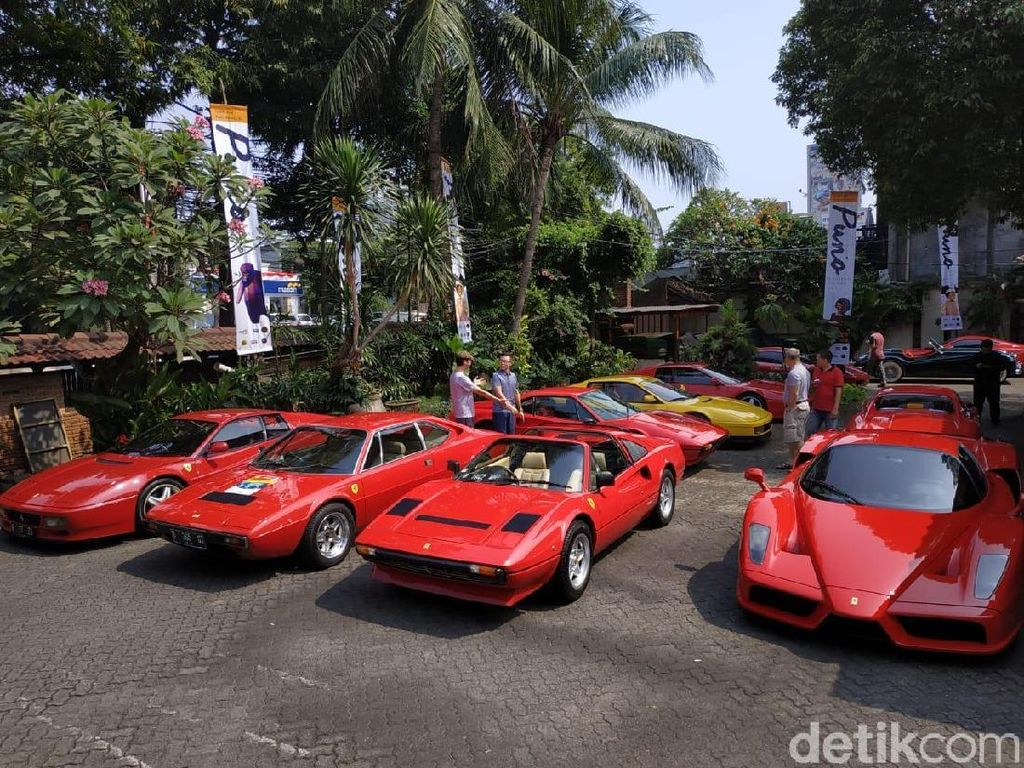Ferrari Klasik Buat Sesak Kemang Jakarta