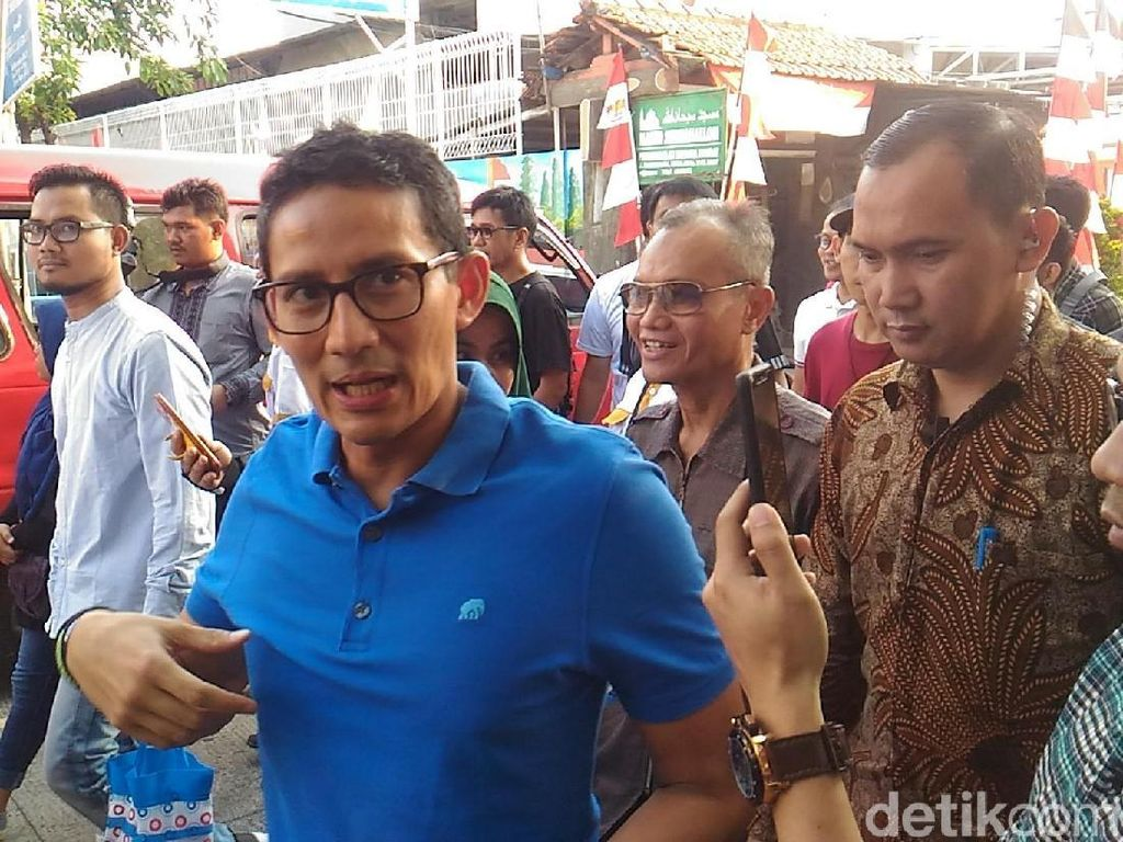 Sandiaga Tinjau Bazar OK OCE Asian Games di Jakut