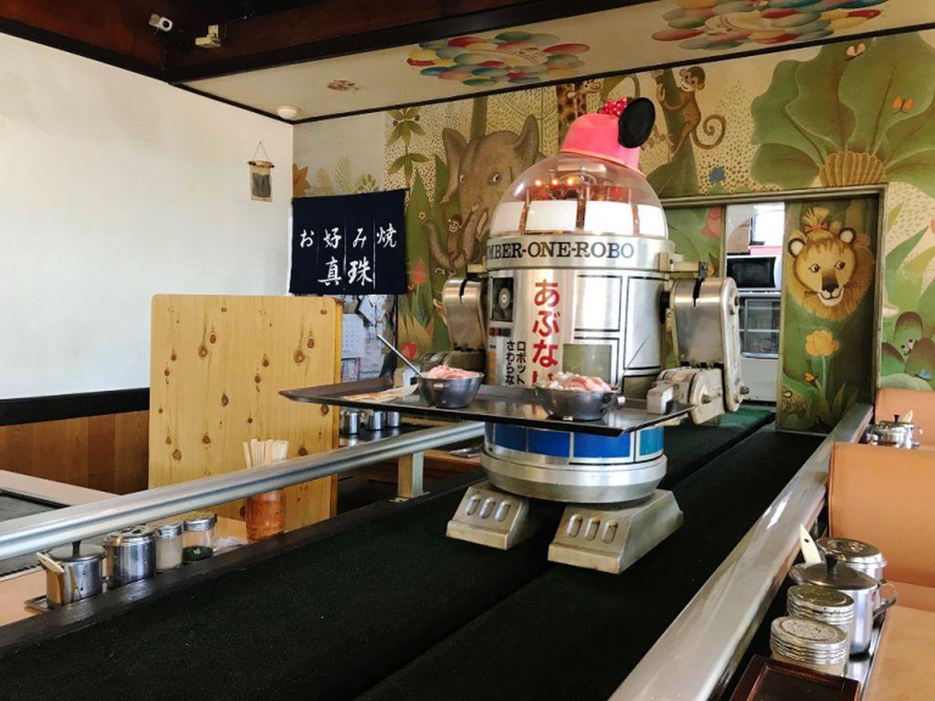 Tak Disangka, Restoran Tua di Jepang Punya Pelayan Robot
