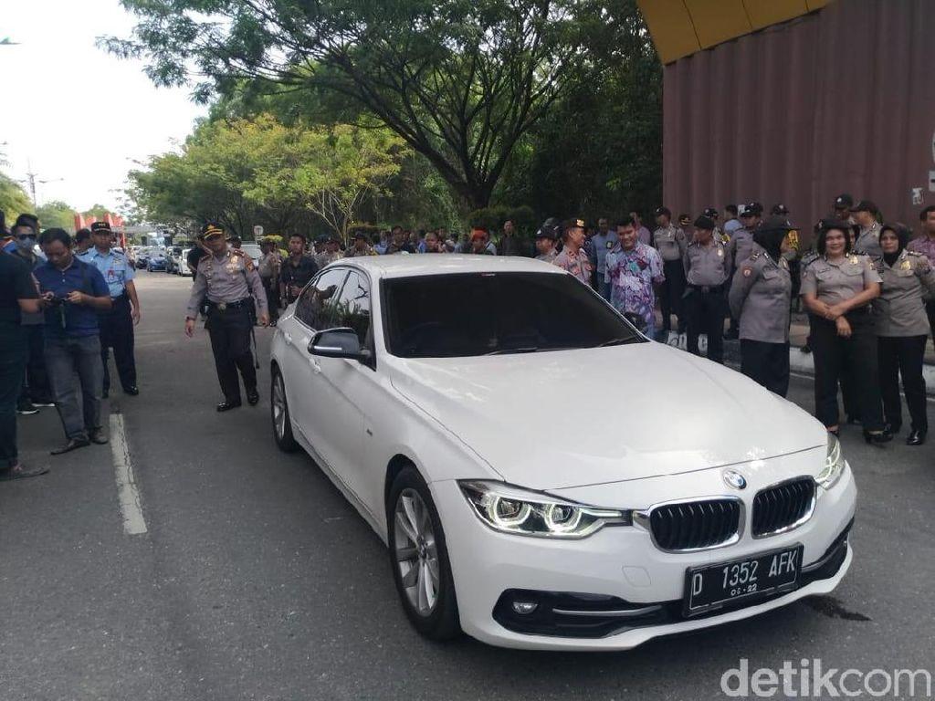 Ini Mobil BMW yang Dinaiki Neno Warisman saat Dihadang di Pekanbaru