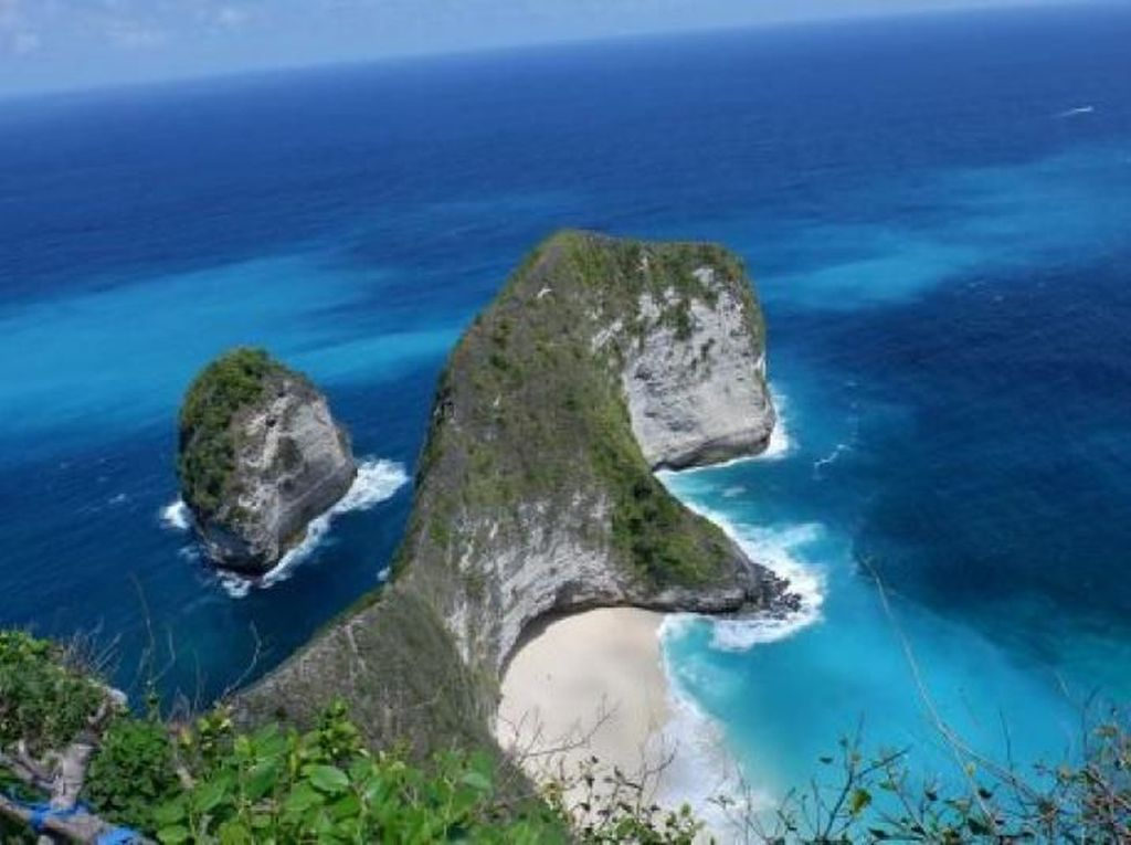 Turis Asing ke Nusa Penida Dikenai Retribusi Rp 25 Ribu