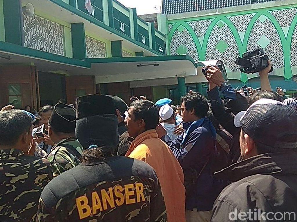 Banser dan Pro Deklarasi #2019GantiPresiden Ricuh di Masjid
