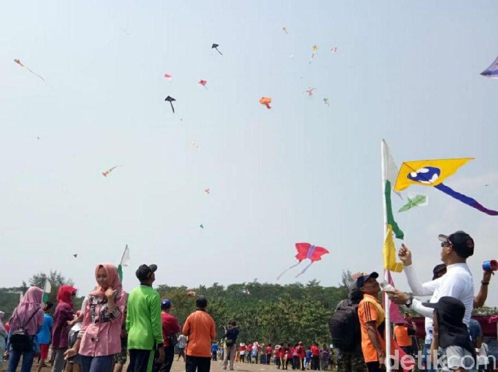Melihat Meriahnya Festival Layang-Layang di Batang