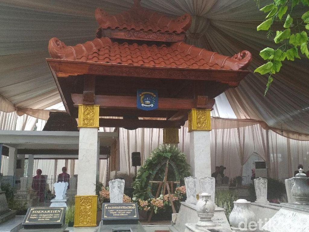 Istri Kapolri Pugar Makam Ketua Bhayangkari Pertama