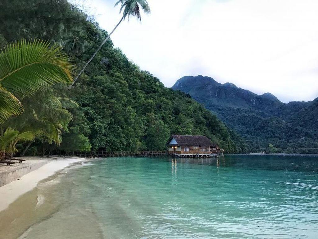 Heboh Kilau Emas di Pesisir Pantainya, Ini Pesona 7 Wisata Maluku Tengah