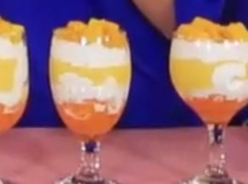 Bunda, Yuk Bikin Minuman Kekinian Mango Thai Dessert