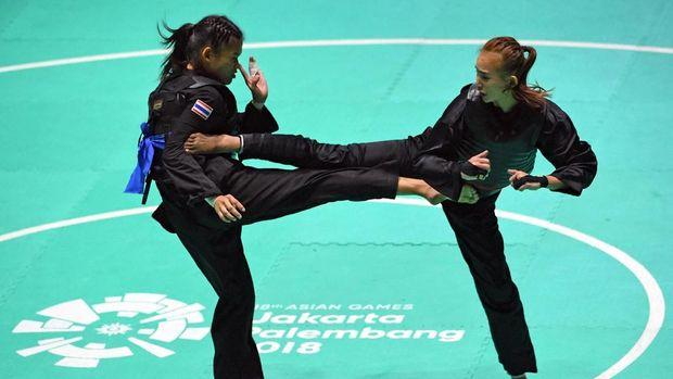 Wewey Wita (kanan) akan melakoni final di kelas b putri melawan pesilat vietnam.