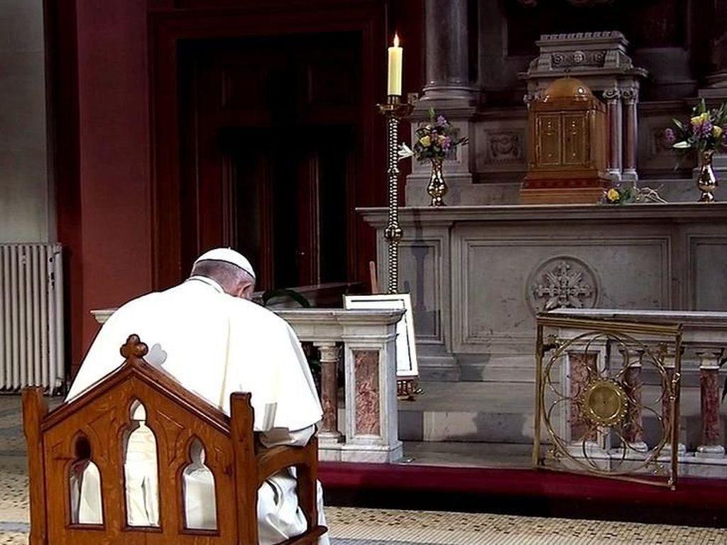 Paus Fransiskus Memohon Pengampunan Atas Serangan Seks Anak-anak