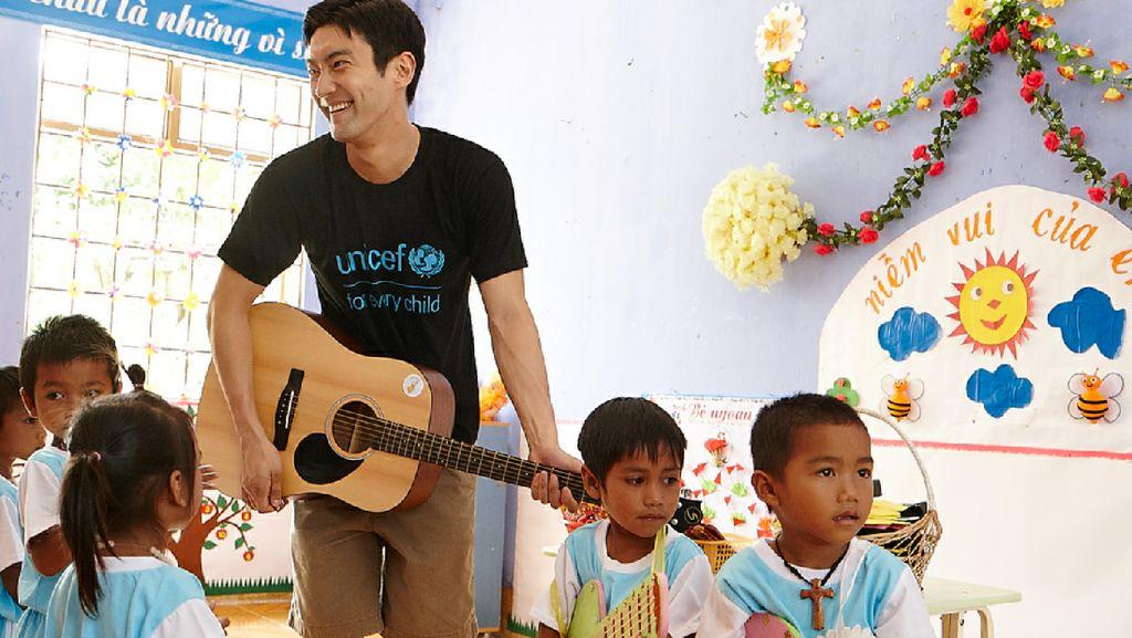 Manisnya Kedekatan Siwon Choi SuJu dengan Anak-anak