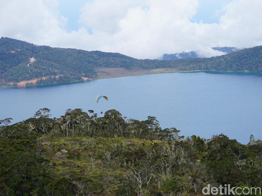 Foto: Danau Laki-laki dan Perempuan di Pedalaman Papua