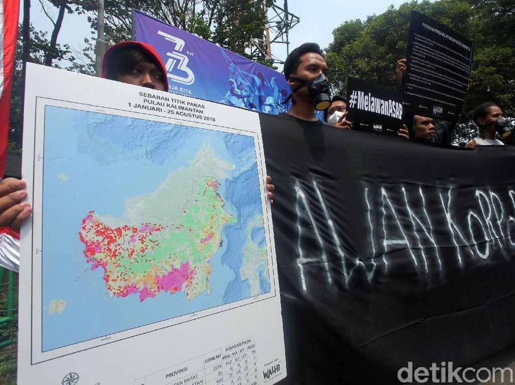 Demo Aktivis Walhi Tolak Pembakaran Hutan