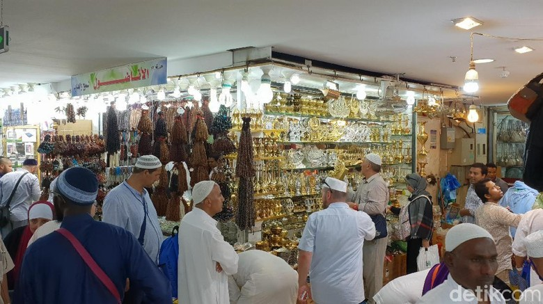 Jemaah Haji Mulai Berburu Oleh-oleh di Pasar Jafariyah Mekah