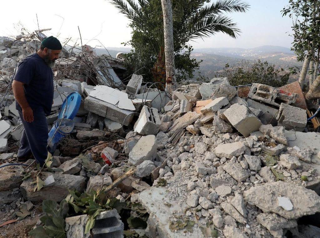 Israel Hancurkan Apartemen Keluarga Warga Palestina Tersangka Pembunuhan