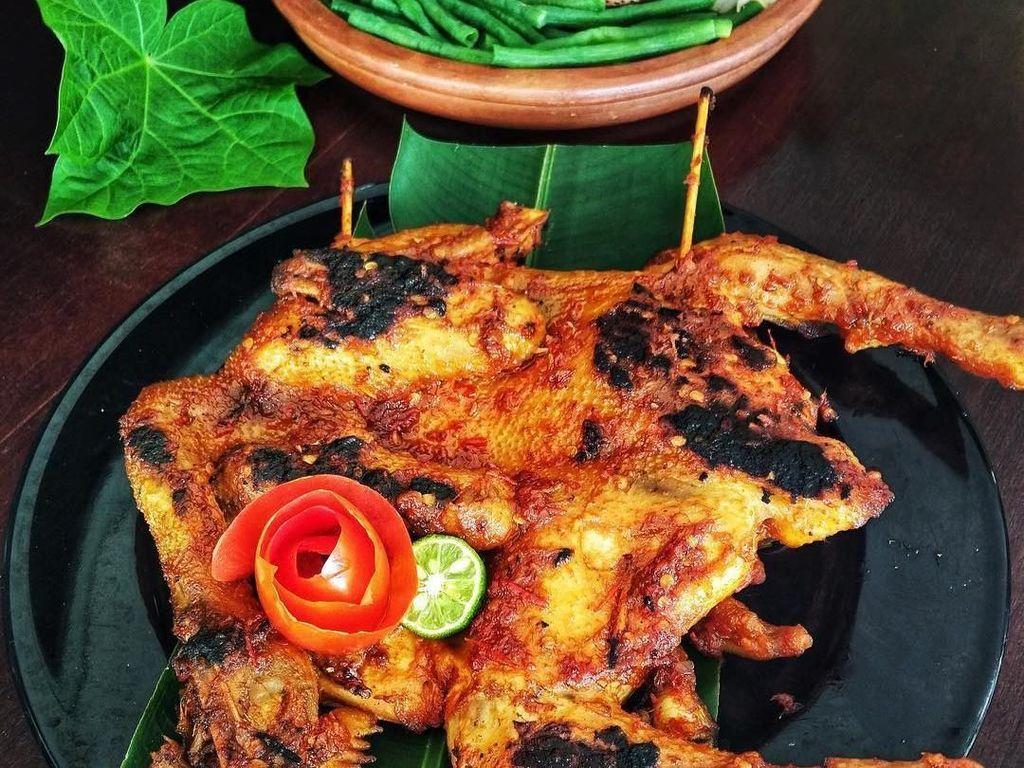 Mantul! Bumbu Ayam Pelecingan khas Lombok Ini Juara Deh!