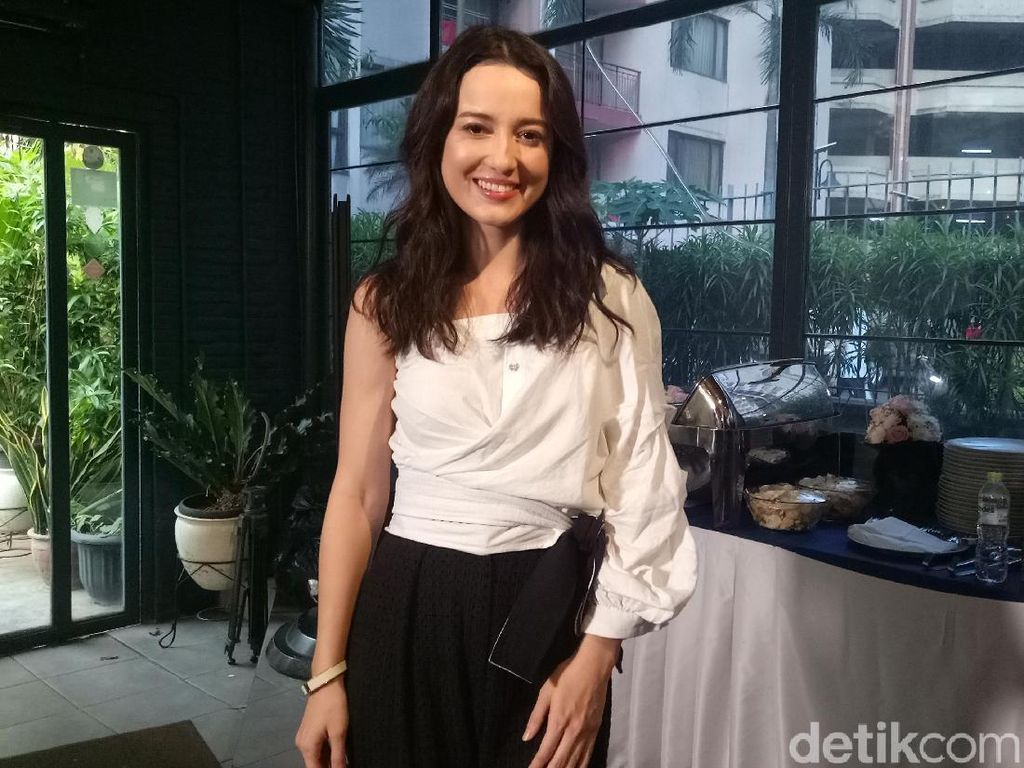Catat! Ini Tips Body Goals ala Julie Estelle