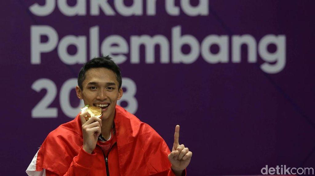 Kenapa Atlet Menggigit Medali yang Mereka Menangi?