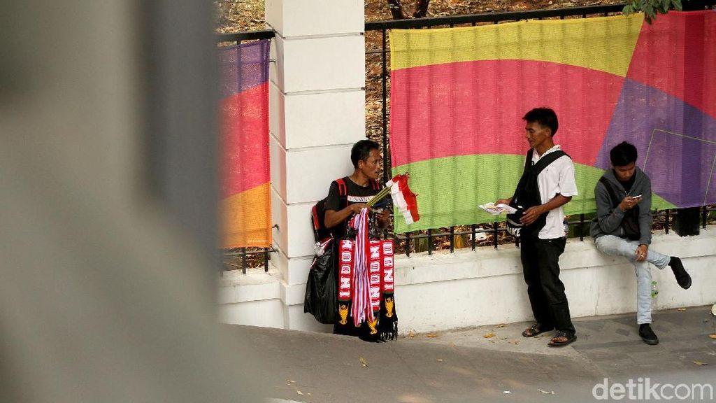 Petak Umpet Pedagang Pernak-pernik Asian Games