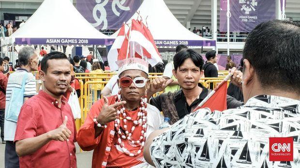 Haryanto, suporter setia tim bulutangkis Indonesia, berharap Indonesia bisa menduduki posisis tiga perolehan medal di akhir Asian Games 2018, Selasa (28/8).