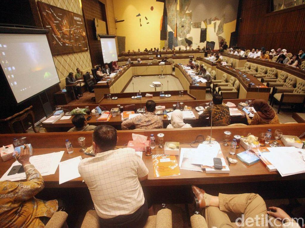 Rapat Bareng KPU-Bawaslu, Anggota Komisi II Usul Pasang CCTV di TPS