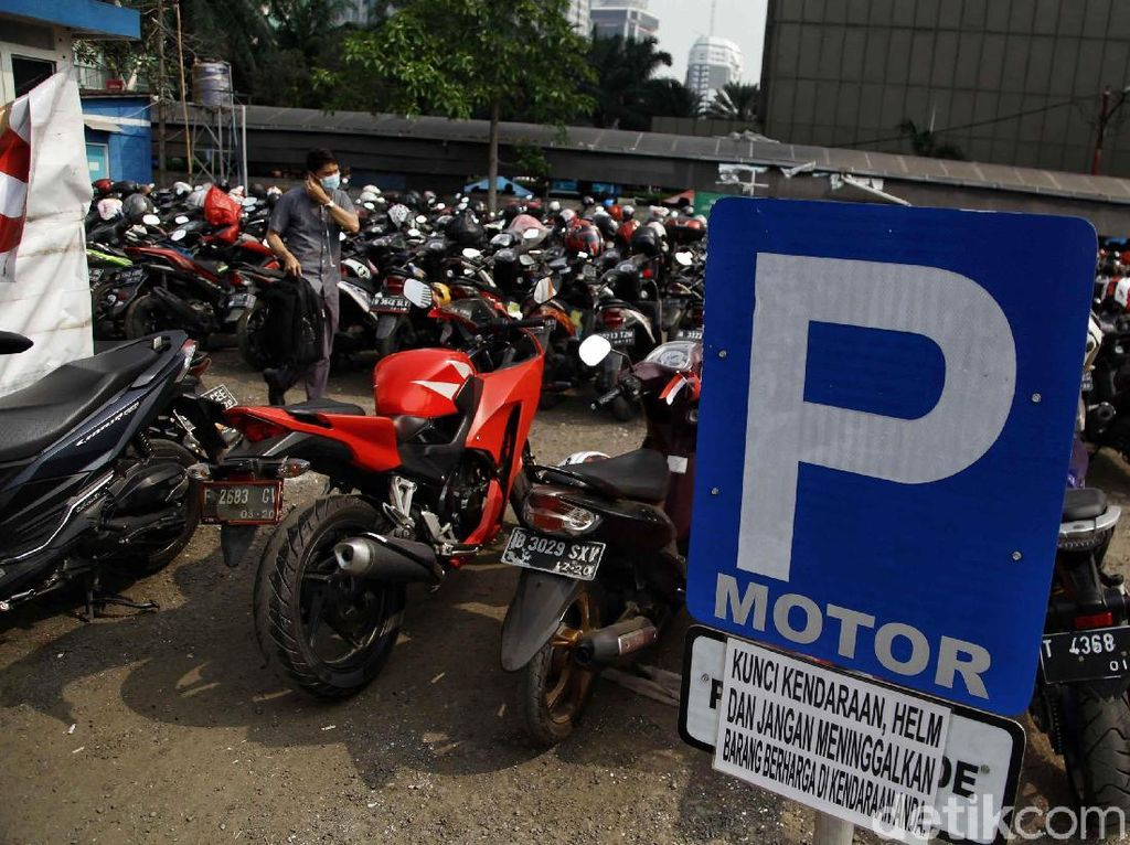 Pemprov DKI Kaji Rencana Kenaikan Tarif Parkir