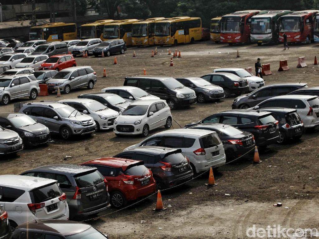 PDIP Kritik Rencana Tarif Parkir DKI Naik hingga Rp 60 Ribu Per Jam
