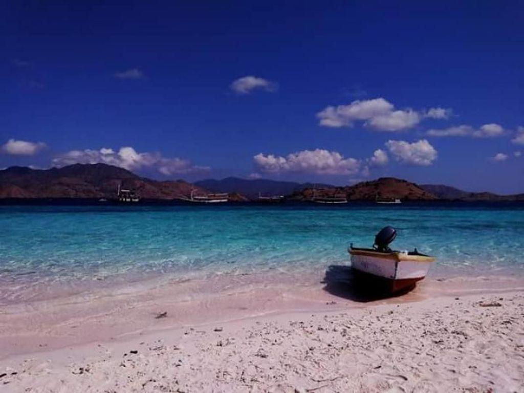 Taka Makassar dan Pink Beach, Pantai Cantik yang Pasirnya Diambil