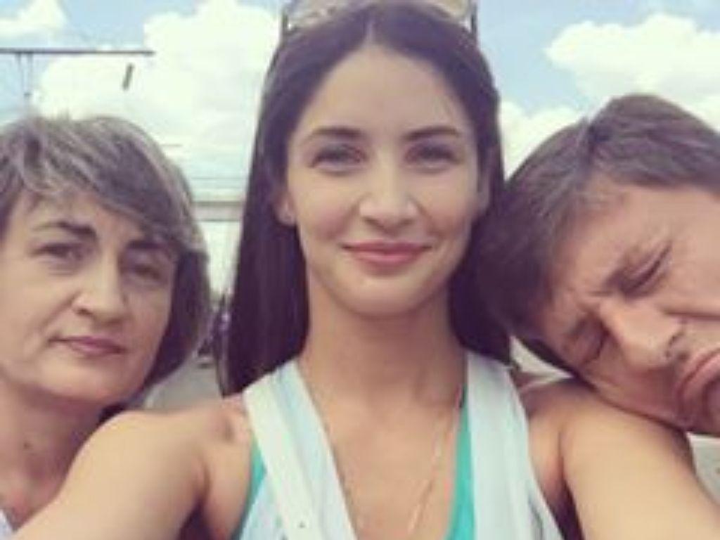 Potret Bahagia Pevoli Cantik Kristina Karapetyan Bersama Keluarga