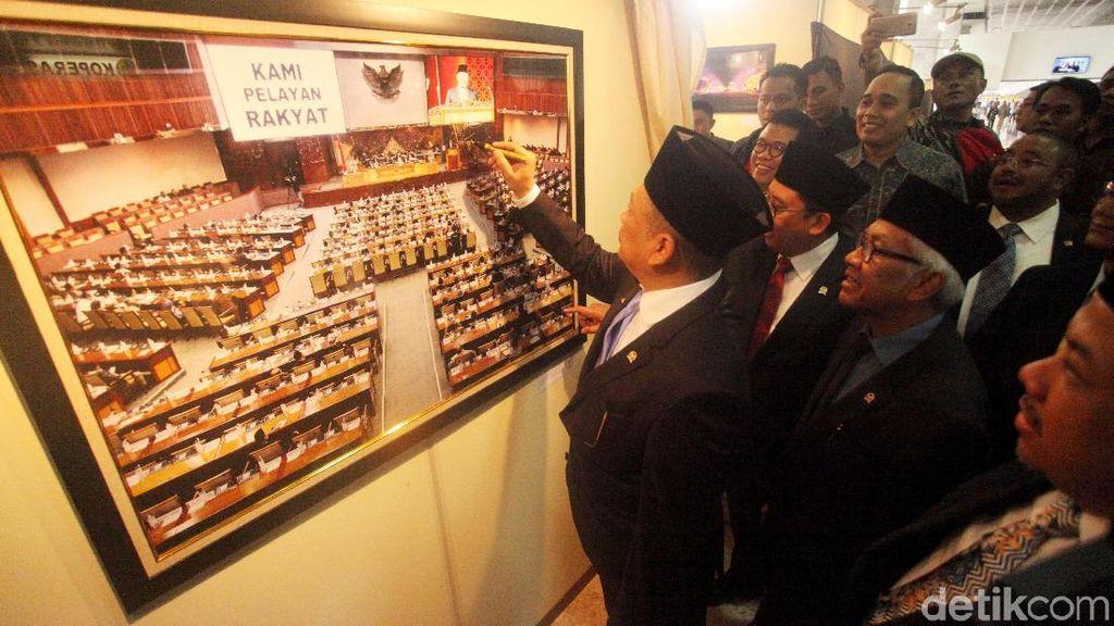 Pameran Foto Ramaikan HUT ke-73 DPR