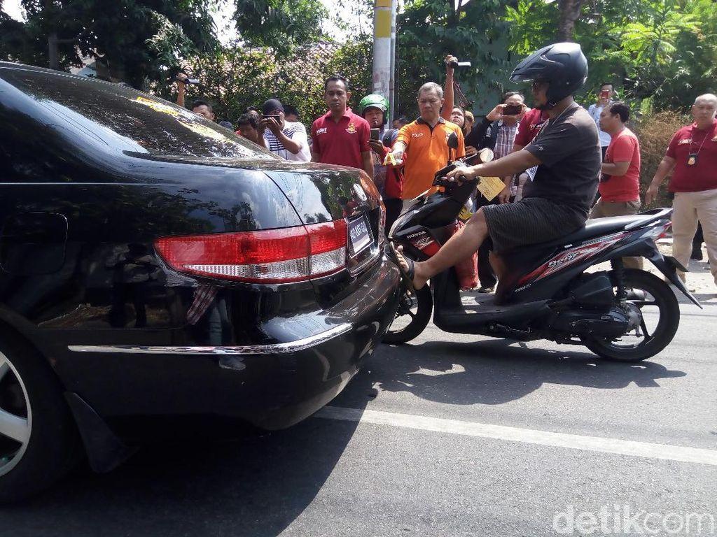 Sebelum Tewas Ditabrak, Pemotor Tendang Mobil Iwan Adranacus 2 Kali