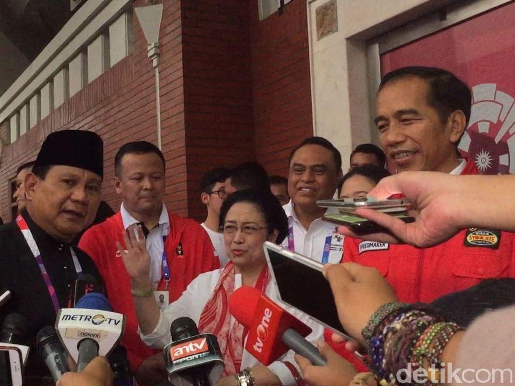 Momen Akrab Megawati-Prabowo: Pegang Pundak Lalu Tertawa Bersama