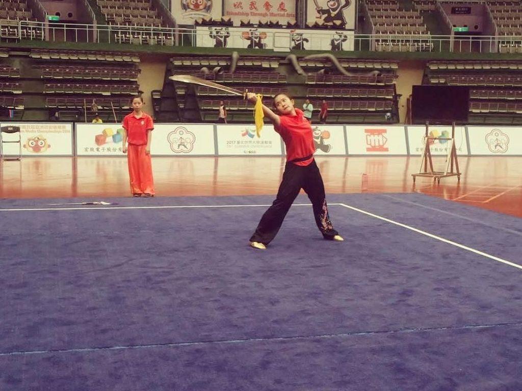 Jago Main Pedang, Intip Gaya Olahraga Atlet Wushu Felda Elvira