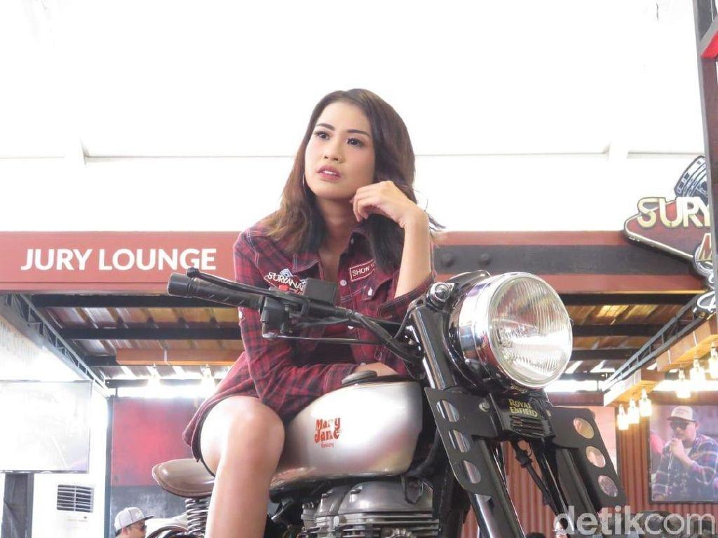 Pesona Gadis Bali di Suryanation Motorland