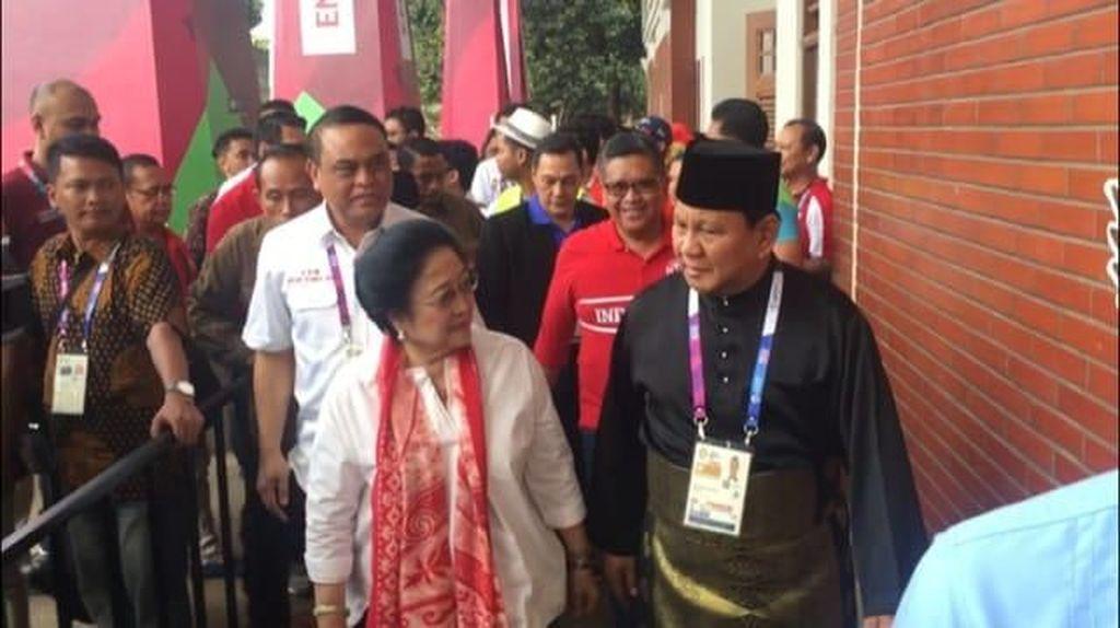Momen Prabowo Sambut Megawati di Venue Pencak Silat