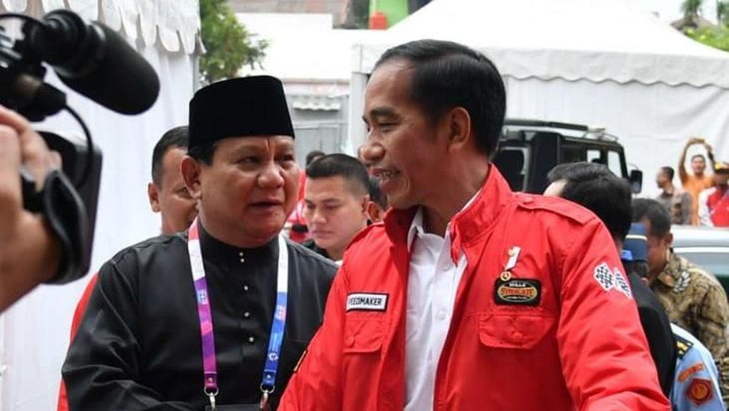 Potret Jokowi-Prabowo Mesra Sejak di Parkiran Hingga Berpelukan