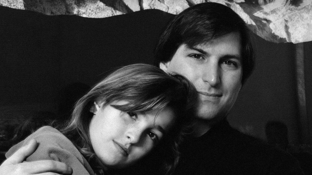 Kegetiran di Balik Potret Steve Jobs dan Putri Kandungnya