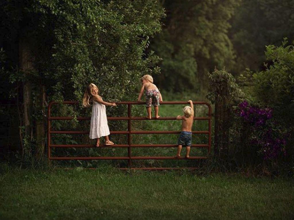 Kisah Ibu yang Hobi Memotret Anaknya Saat Bermain di Alam