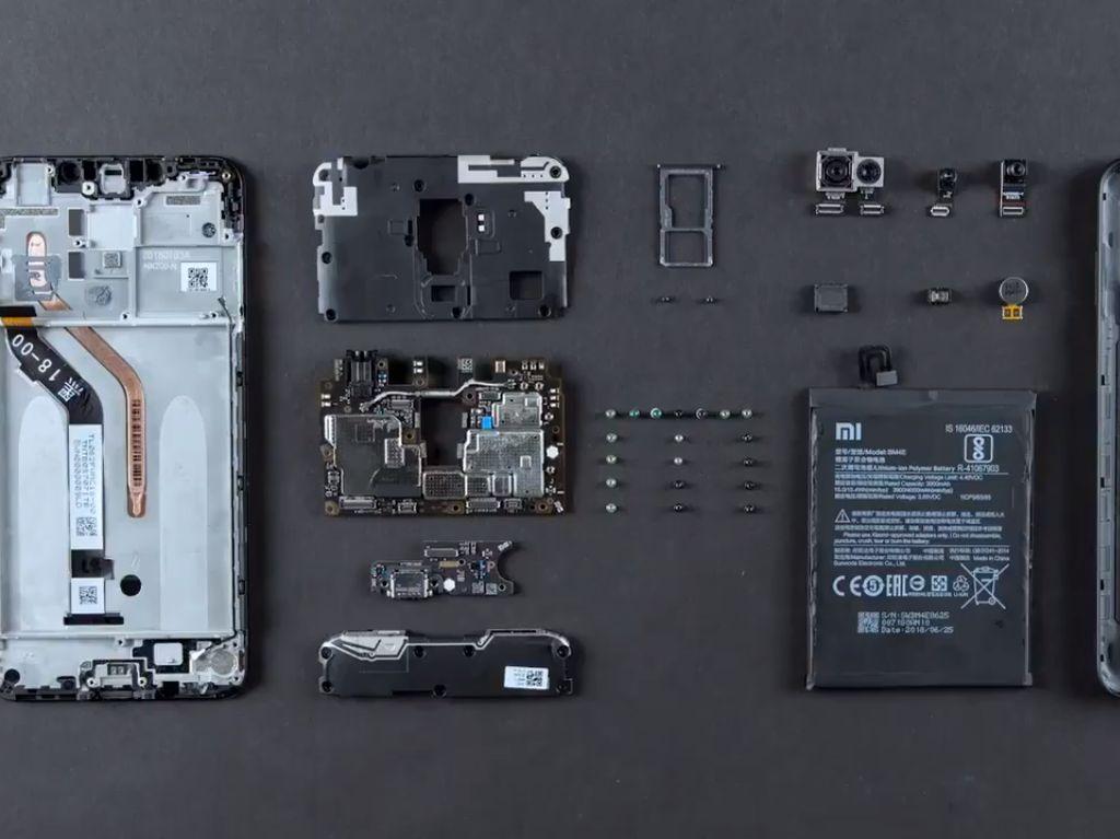 Mengintip Jeroan Xiaomi Pocophone F1