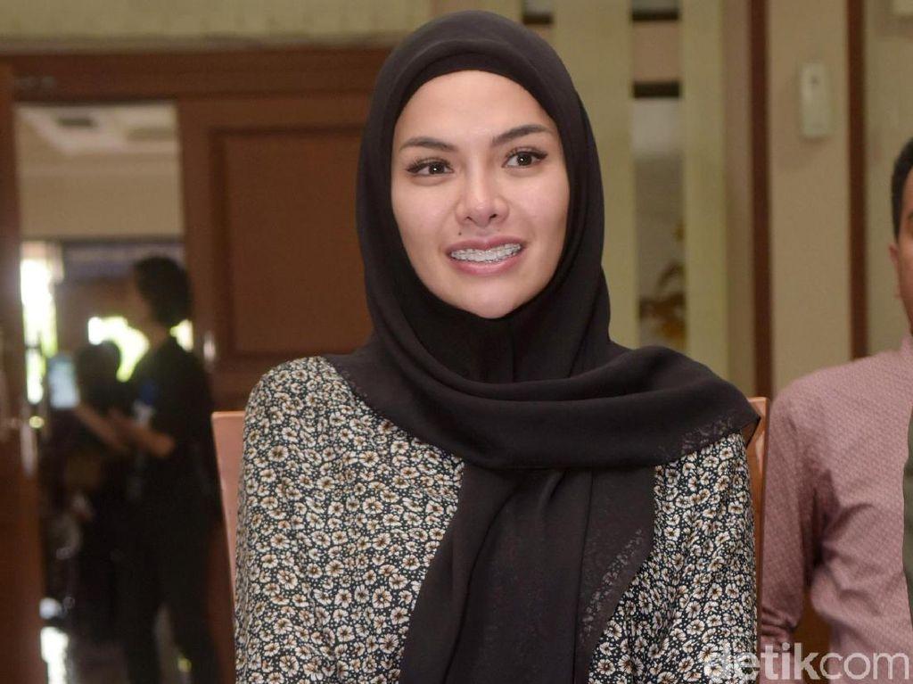 Santai Aja Jadi Tersangka, Nikita Mirzani Ajak Anak Liburan ke Thailand