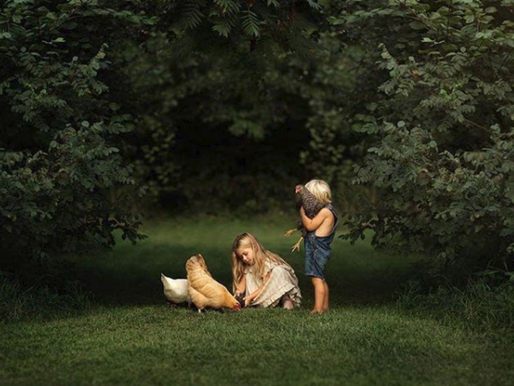 Hati Jadi Adem Lihat Foto Anak-anak Bermain di Alam Seperti Ini
