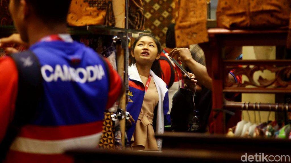 Melihat Kontingen Atlet Berburu Batik di Thamrin City
