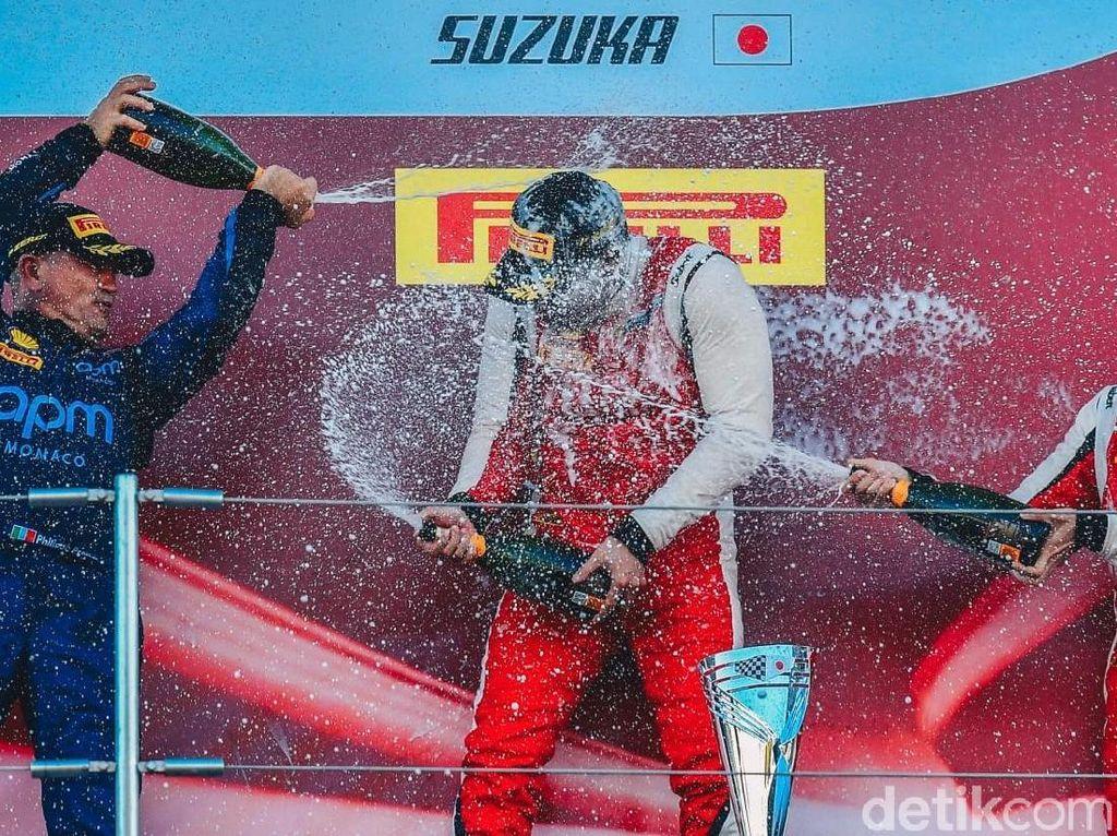 Pebalap Indonesia Kumandangkan Indonesia Raya di Sirkuit F1