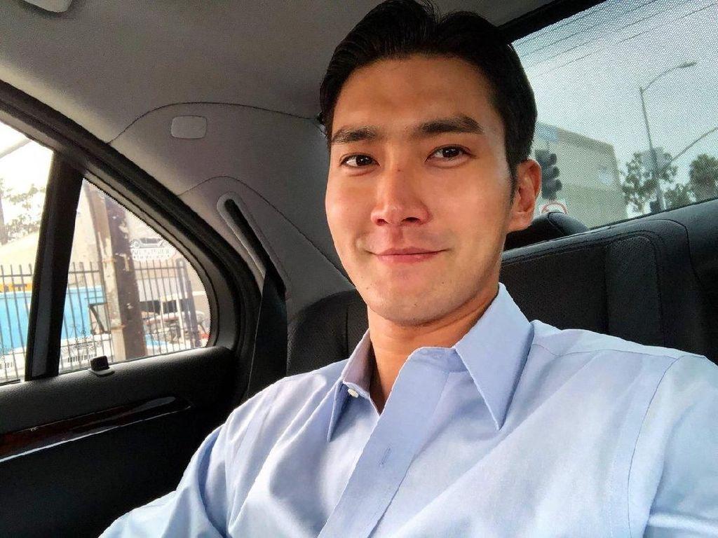 Reaksi Siwon Suju Disuguhi Raffi Ahmad Martabak hingga Peyek