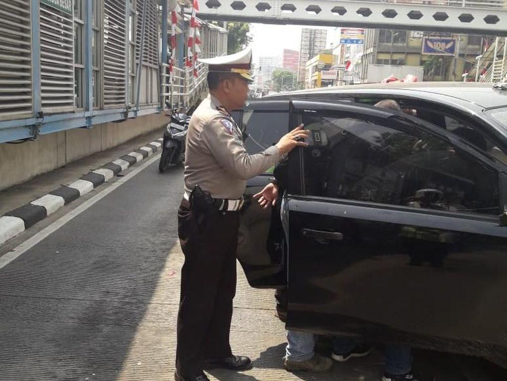 Polisi akan Cari Massa Perusak Mobil di Mangga Besar