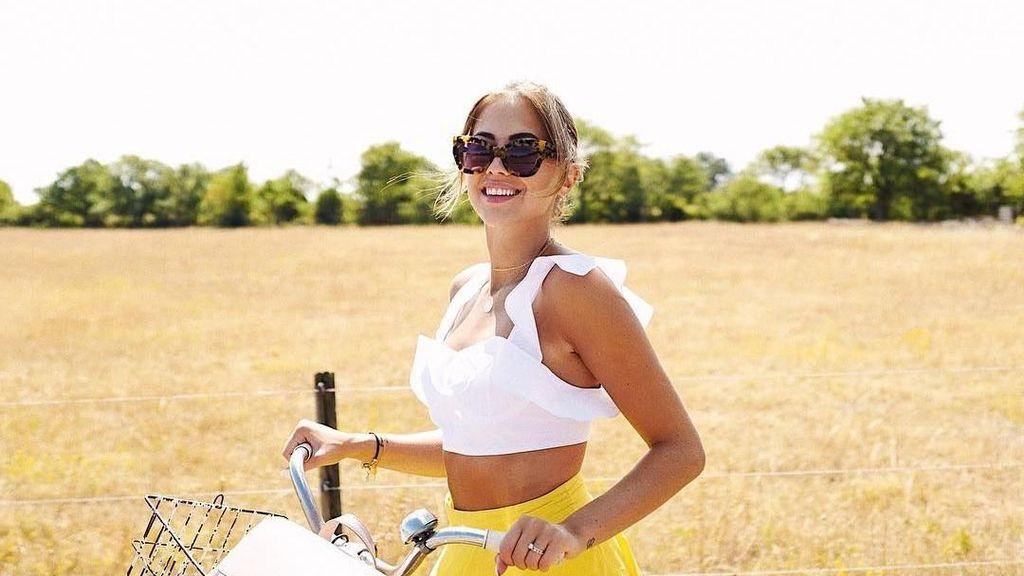 Liburannya Model Cantik Swedia, Kenza Zouiten