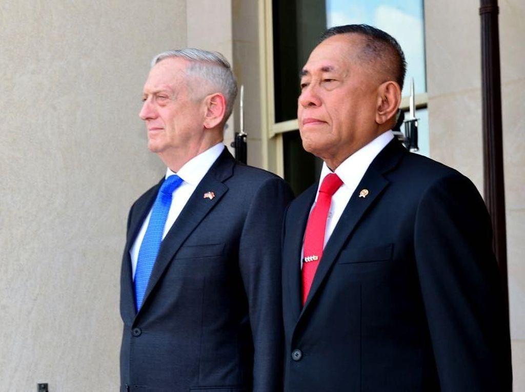Momen Ryamizard Disambut Menhan AS dengan Meriam di Pentagon