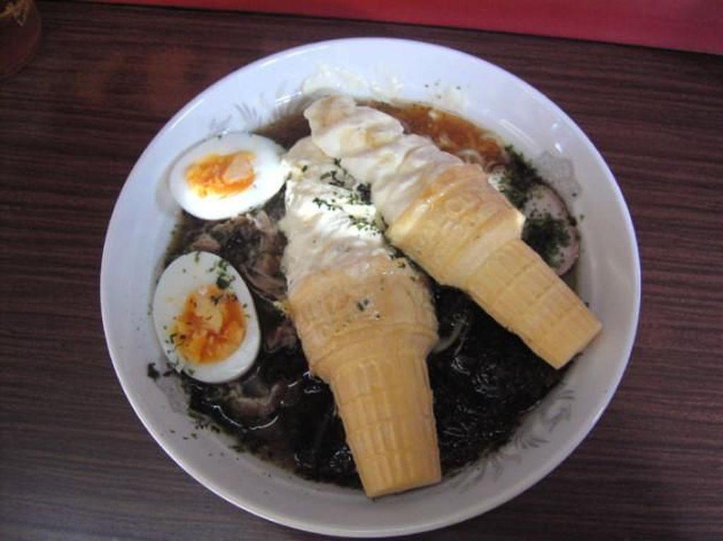 Nasi Durian hingga Ramen Es Krim, Ini 10 Paduan Makanan Paling Aneh
