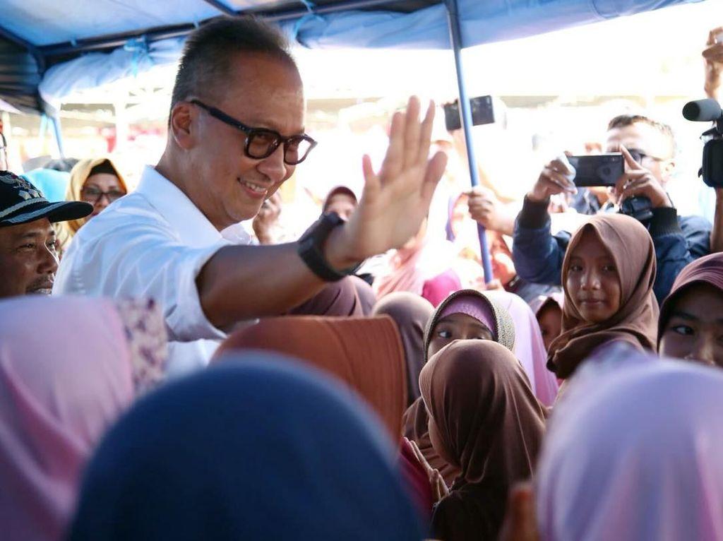 Mensos Agus Gumiwang Kunjungi Korban Gempa Sumbawa Barat